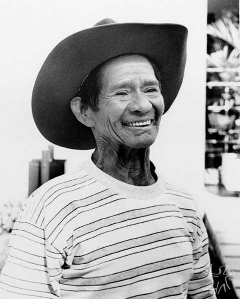 Kuein Manhaai Nhaguakã Xetá (Manhaai = pássaro do inverno; Nhaguakã = gato do mato). É o mais velho dos sobreviventes Xetá, com idade aproximada de 60 anos. É falante da língua e mora no Posto Indígena Rio das Cobras, Nova Laranjeira, PR. Foto: Márcia Ros