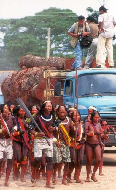 Festa por ocasião de saída da primeira safra de madeira da Terra Indígena Xikrin do Cateté. Foto: Pedro Martinelli-2000, ISA