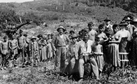 Xokleng e colonos alemães Rio Plate, Blumenau 1929. Acervo: Museu Paranaense