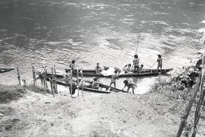 Despedida dos Ye´kuana que estavam voltando da Venezuela para Auaris. Foto: Volkman Zieglen, 1981.