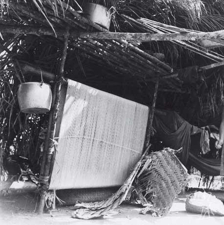 Interior de uma casa Yudjá. Foto: Eduardo Galvão, década de 1960.