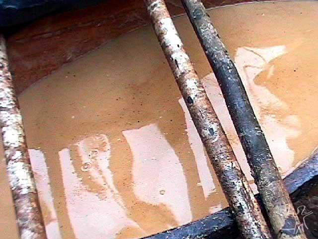 Canoa de cauim dubia. Foto: Tânia Stolze Lima. Aldeia de Tubatuba, 2001.