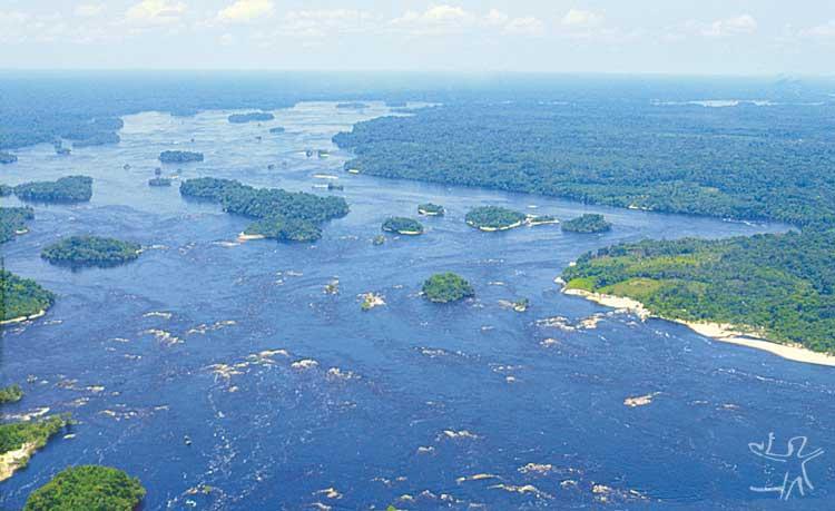 Rio Negro, logo abaixo de São Gabriel da Cachoeira. Foto: Beto Ricardo, 1996.