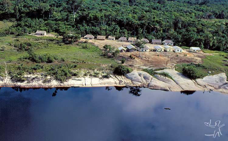 Comunidade Taoerera, Terra Indígena Médio Rio Negro II. Foto: Beto Ricardo, 1988.