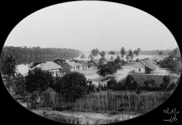 Antiga Missão Salesiana no povoado da Taracuá no Rio Uaupés. Foto: Arquivo da Diocese de S. Gabriel da Cachoeira.