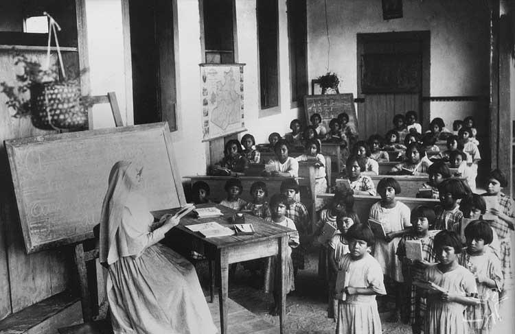 Aula no internato de Taracuá, Rio Uaupés. Foto: Arquivo da Diocese de S. Gabriel da Cachoeira.