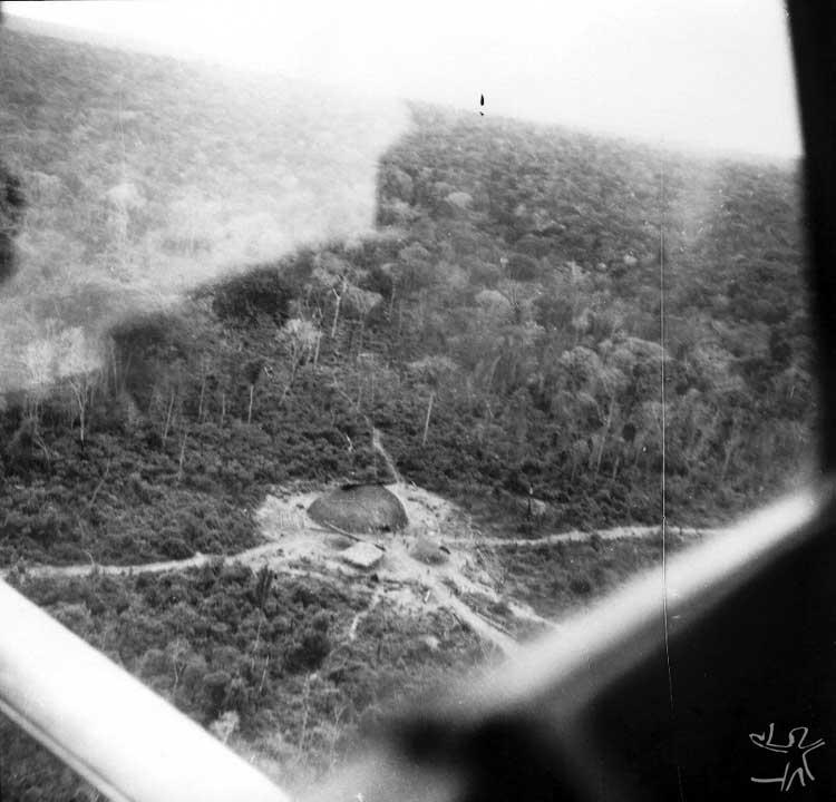 Aldeia Ikpeng (até então fora dos limites do Parque) visitada pela expedição Rocador-Xingu. Foto: Eduardo Galvão, 1964.