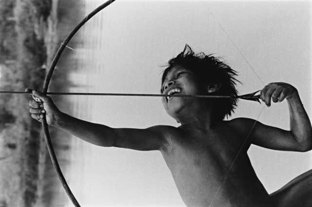 Criança Nambikwara Hahaintesu, Terra Indígena Vale do Guaporé, Vila Bela da Santíssima Trindade, Mato Grosso. Foto: Michel Pellanders, 1987