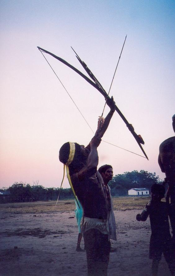 Homem Mamaindê durante um ritual de guerra realizado na aldeia Mamaindê em 2005. Foto: Joana Miller