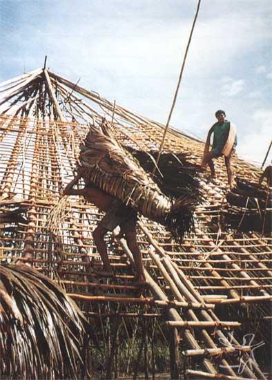 Casa sendo construída. Foto: Henrique Cavalleiro, 1999.