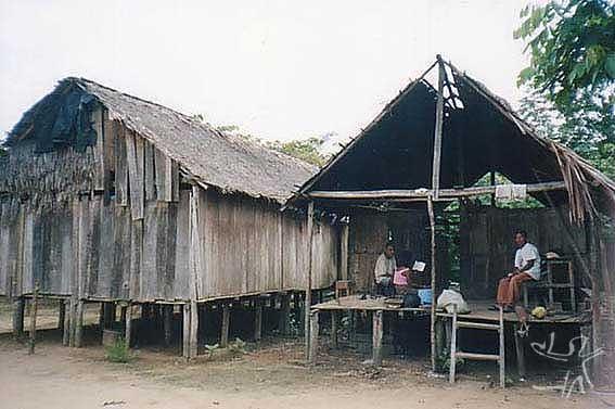 Casas Jarawara na aldeia Casa Nova. Foto: Peter Schröder, 2000/ PPTAL