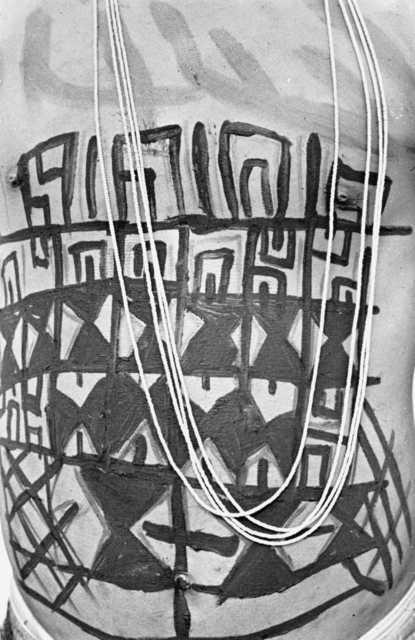Pintura corporal matsés, aldeia Lobo, rio Jaquirana, Terra Indígena Vale do Javari, Amazonas.