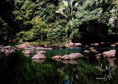 Rio Jamari na aldeia de mesmo nome. Foto: Rogério Vargas, 2002.