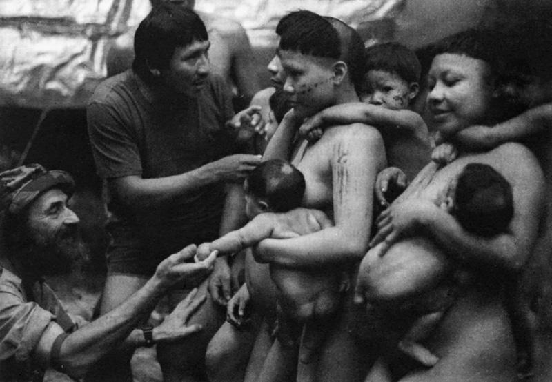 Sidney Possuelo e um guia matis que serviu de intérprete no primeiro contato pacífico com os Korubo. Foto: Ricardo Beliel, 1996