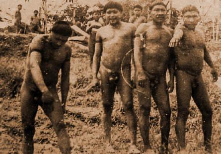 Índios Korubo na década de 70, rio Itaquaí, Terra Indígena Vale do Javari, Amazonas. Sem crédtio