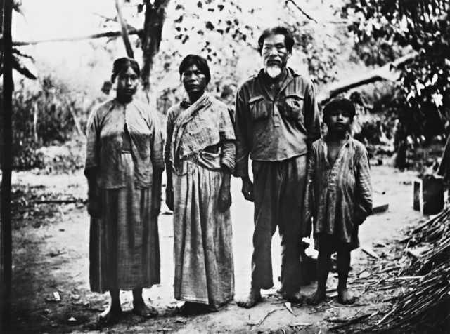 Capitão Fernandez (Chico), com a família, Alto Paraguay, Terra Indígena Guató, Mato Grosso do Sul.