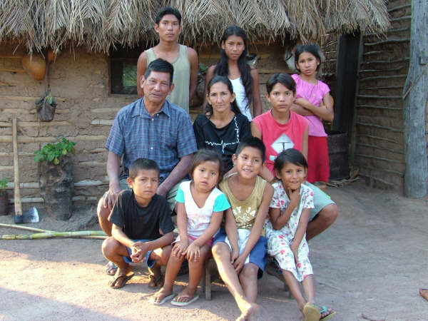 Family of Mr. Rosauro Guató, in front of their house in Uberaba village. Photo: Suki Ozaki, 2006