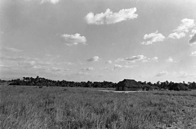 Maloca Malacacheta dos índios Wapixana, Terra Indígena Malacacheta, Cantá, Roraima. Foto: Eliane Motta, 1984