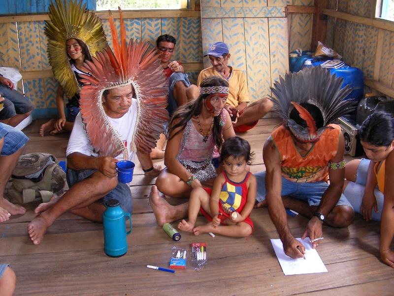 Em reuniões familiares, os Kuntanawa tem aproveitado para construir internamente um consenso em torno de suas demandas étnicas e territoriais. Foto: Haru Kuntanawa, aldeia Sete Estrelas, 2008