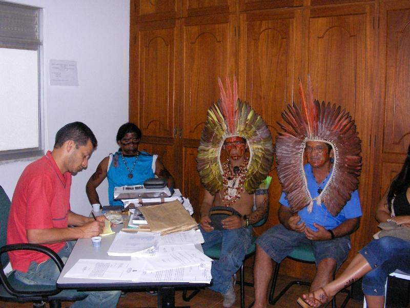 O processo de luta pelo reconhecimento e demarcação de seu território tem exigido dos Kuntanawa pressão junto a orgãos governamentais e ao Ministério Público. Foto: autor não identificado, Cruzeiro do Sul (Acre), 2007