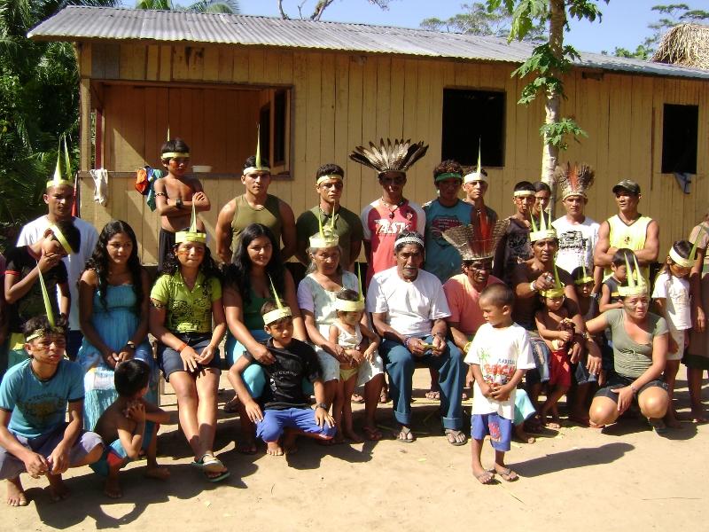 Na aldeia Sete Estrelas, onde residem seu Milton e dona Marianae seus filhos(as) e netos(as). Foto: Terri Valle de Aquino, em novembro de 2008