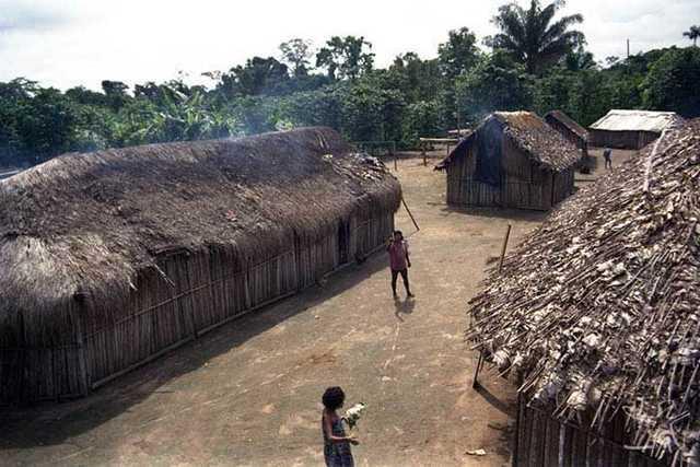 Casas Rikbaktsa. Foto Rinaldo S. V. Arruda
