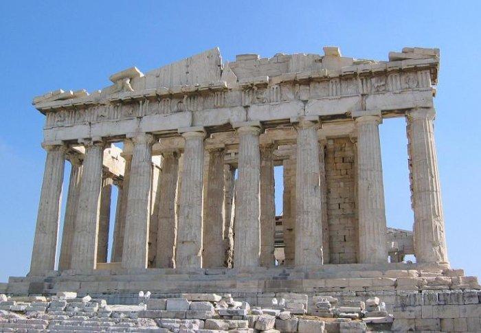 Parthenon, antigo templo grego, Atenas (Grécia). Foto: Adamos Maximus, 2006. Publicada sob uma licença Creative Commons (Atribuição: Uso Não-Comercial, Vedada a Criação de Obras Derivadas 2.0 Genérica).
