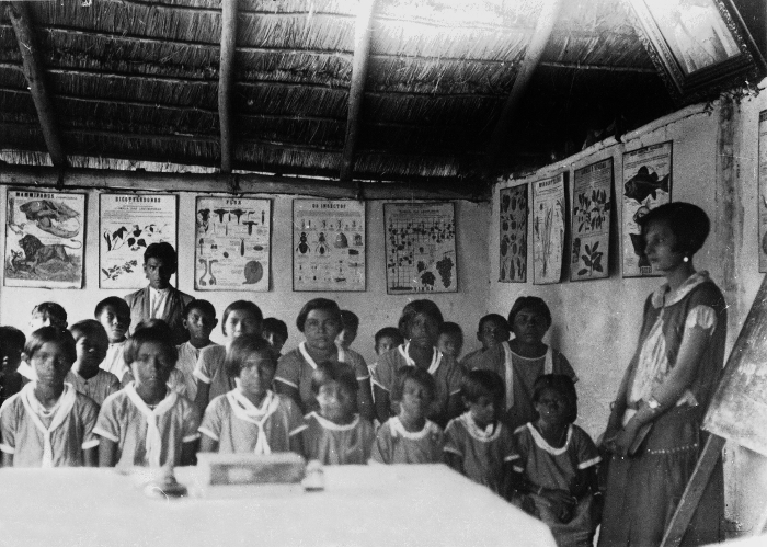 Escola para as crianças Pareci na Terra Indígena Utiariti, Mato Grosso. Oferta do professor Max Schmidt 1929. Foto: Museu Nacional, sem data
