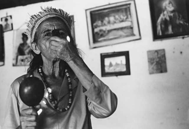 Dona Joana Kalankó fumando o campiô, Gangorra, Alagoas. Foto: Alexandre Ferraz Herbetta, 2003