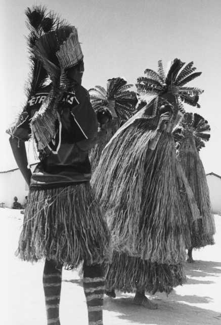 Pajé Kalankó com os Praiás no terreiro de Lageiro do Couro, Alagoas. Foto: Alexandre Ferraz Herbetta, 2001