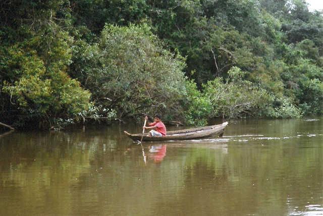 Garoto Apiaká, Rio dos Peixes, Terra Indígena Apiaká-Kaiabi, Juara, Mato Grosso. Foto: Giovana Acacia Tempesta, 2007