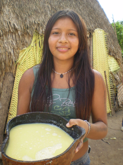 Young Zoró woman with a gourd full of chicha, a drink made from manioc. Zoró Indigenous Territory, Mato Grosso. Photo: APIZ - Zoró Pangyjej Indigenous Peoples Association, 2007.