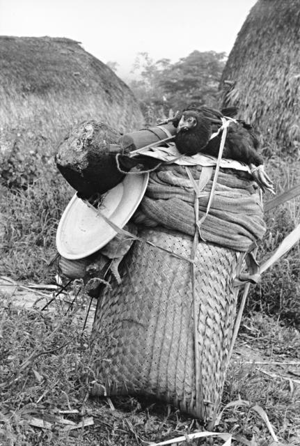Zoro. Bagagem arrumada para viagem, Igarapé Lourdes, Rondônia. Foto: Lars Lovold, 1981