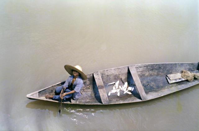 Otiel, filho do Sr. Geraldo Kaixana, vice-capitão da Terra Indígena São Sebastião, Tonatins, Amazonas.
