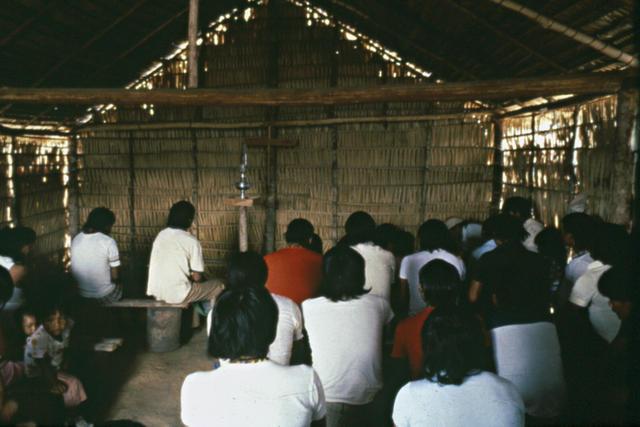Os Zoró na igreja, Rondônia.