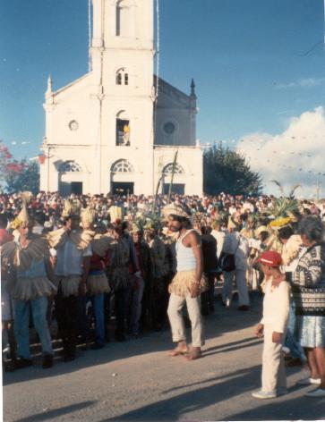 Festa de São João - Vila de Cimbres. Xicão, em destaque, na procissão de São João. Foto: Vânia Fialho, 1990