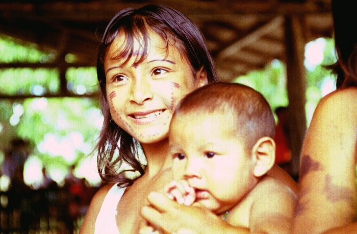 Crianças kaxuyana. Foto: Luis Donisete Benzi Grupioni, 1996