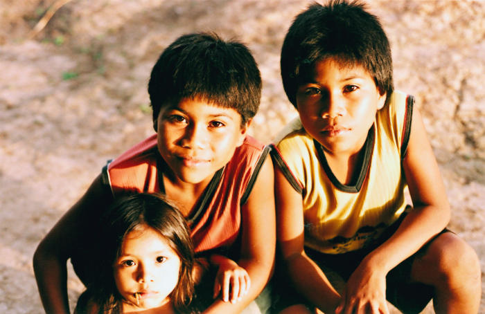 Shanenawa children, Morada Nova village, Katukina/Kaxinawá Indigenous Land, Feijó, Acre. Photo: Mônica Barroso, 2003