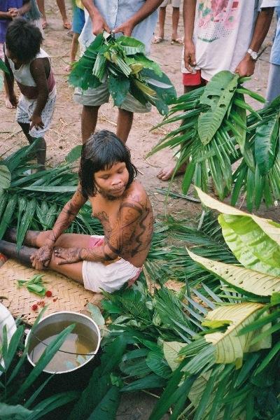 Banho no ritual do Amamajo. Foto: Oiara Bonilla, 2002.