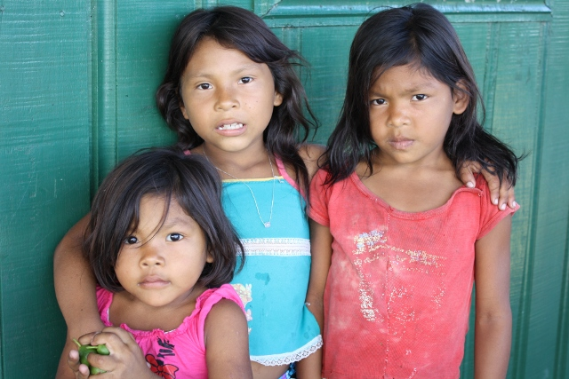 Crianças da Aldeia Açaí. Foto: Oiara Bonilla/Opan, 2011.