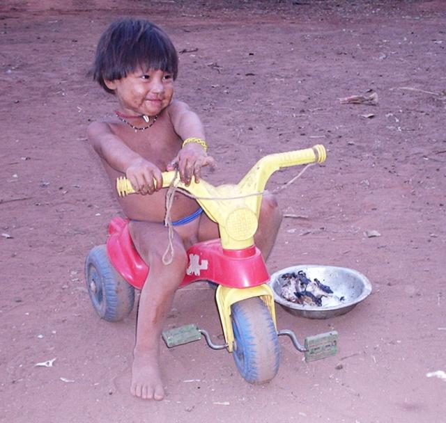 Criança Ikpeng, Parque Indígena do Xingu. Foto: Rosana Gasparini/ISA.