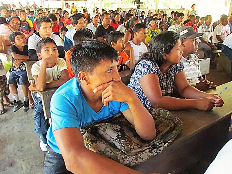 Assembleia geral do rio Marau, TI Andirá-Marau. Foto: Sônia Lorenz, 2013.