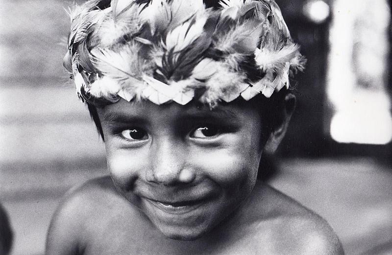 Sidney, neto do Tuxaua Manoelzinho, rio Marau, TI Andirá-Marau. Foto: Sônia Lorenz, 1984.